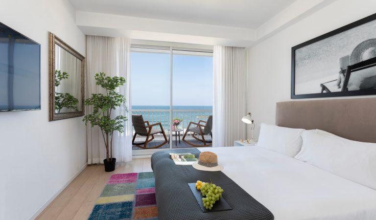 חדר עם מרפסת במלון בוטיק בתל אביב