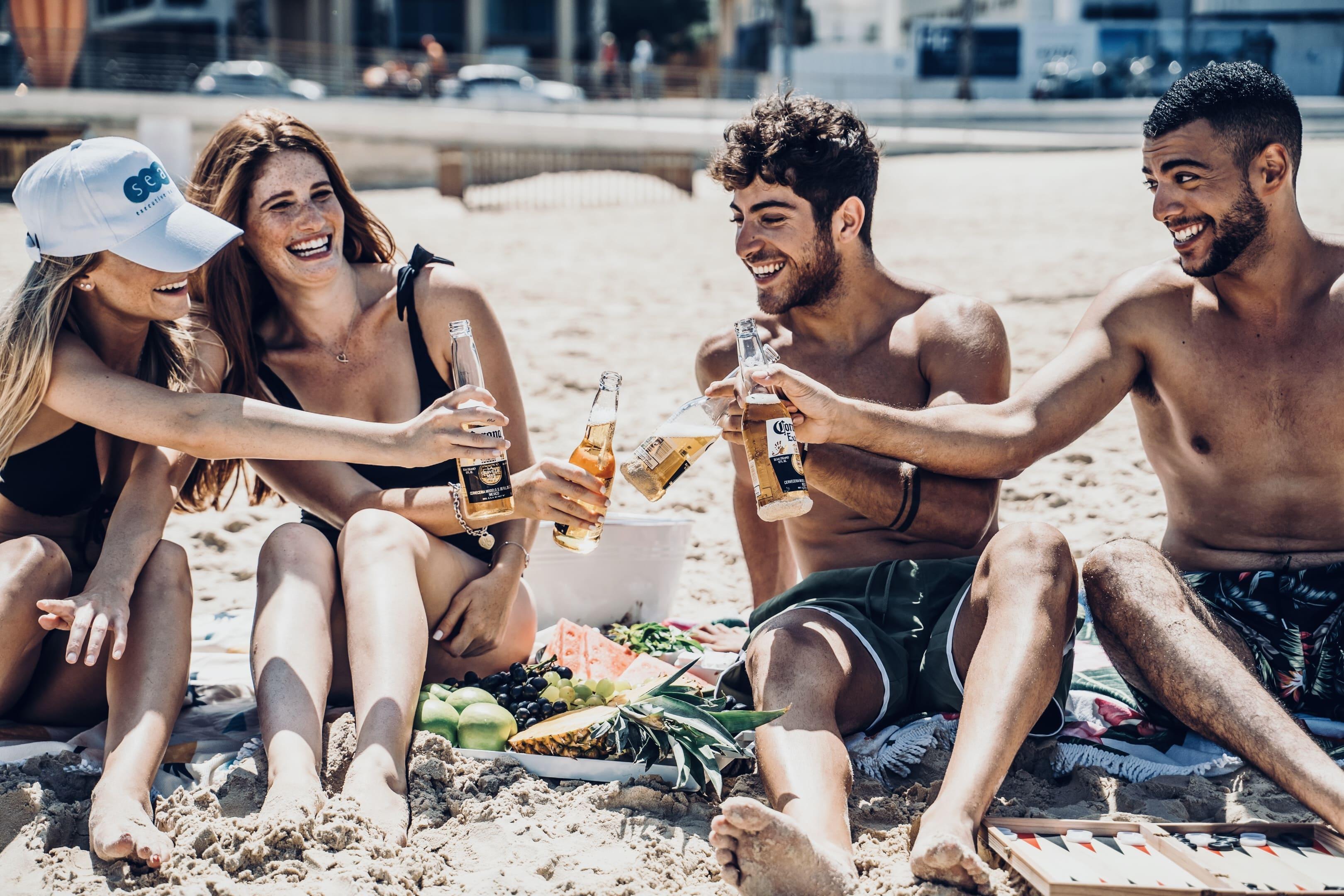 חופשה על חוף הים עם חברים