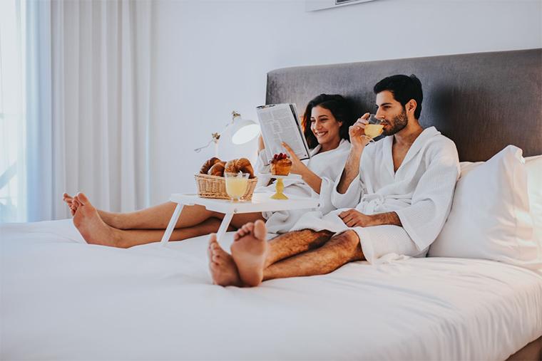 חופשה זוגית מושלמת עם שירות חדרים