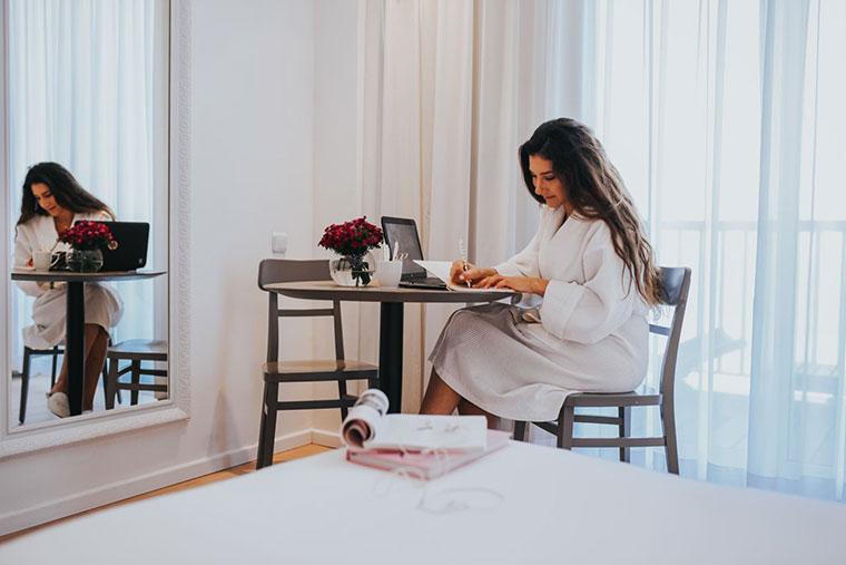 ביזנס אנד פלייז׳ר: הטרנד החדש של אנשי העסקים - לילה במלון בוטיק בתל אביב